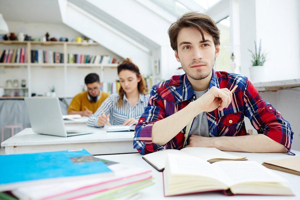 Alumnos en clases de apoyo